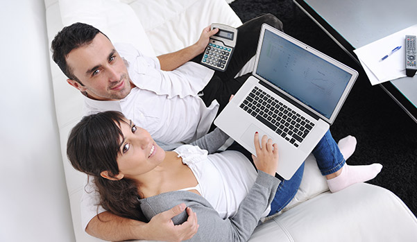 young-couple-checks-their-credit-scores